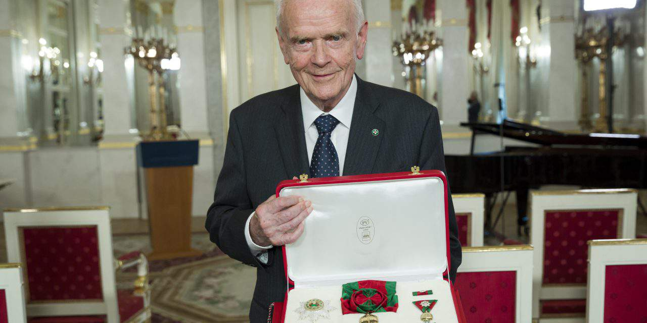 Hungarian president decorates demographer Paul Demeny with high state award