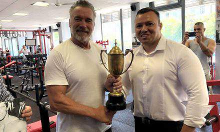 Incredible: Schwarzenegger got back his trophy from a Hungarian powerlifter – video, photos