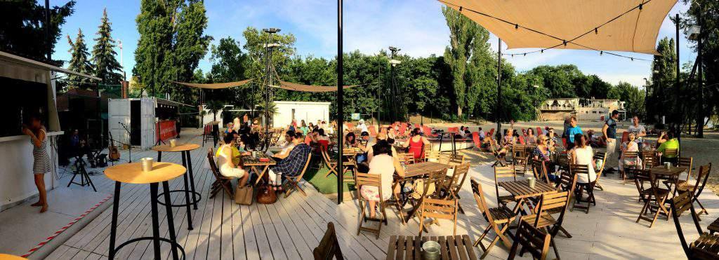 bar café outdoors garden