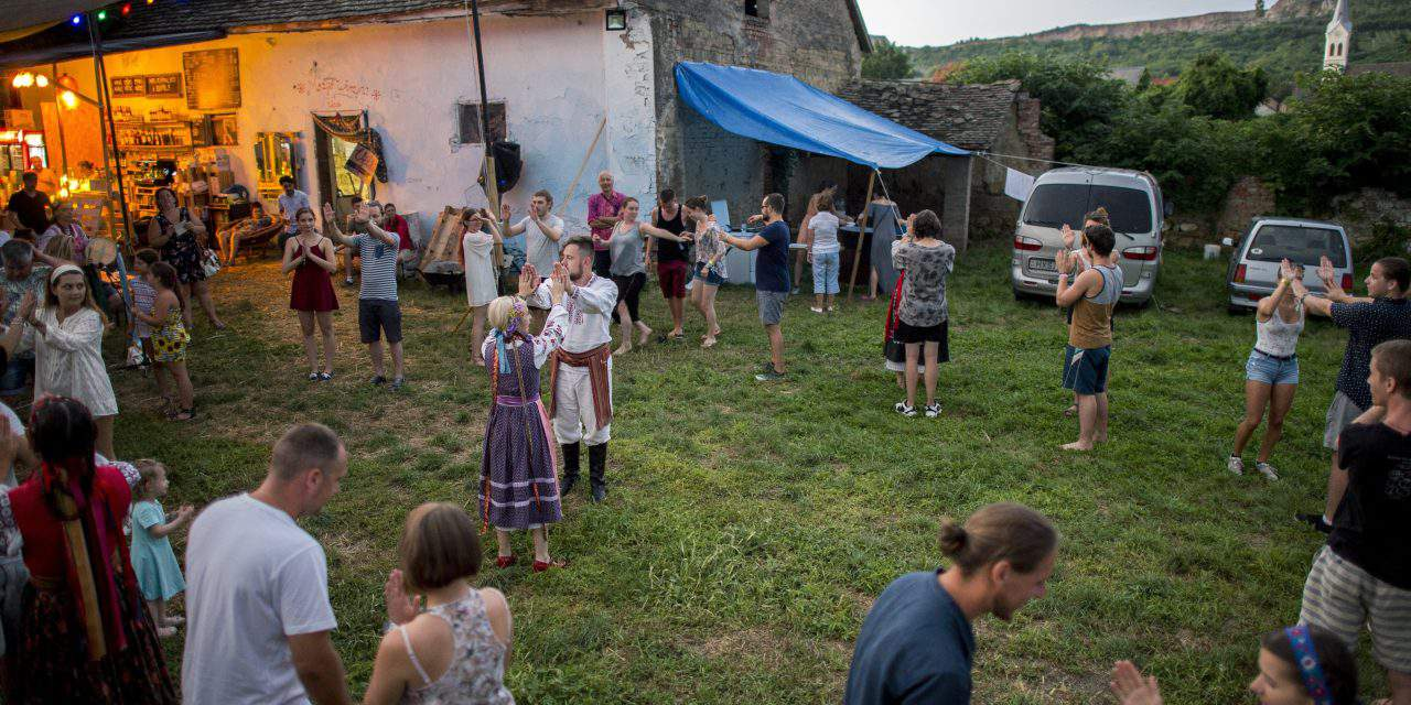 Ukrainian children coming to Hungary greeted at border