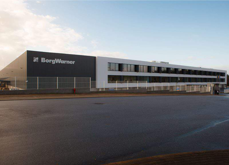 Hungarian foreign minister signs deal with US BorgWarner in NY
