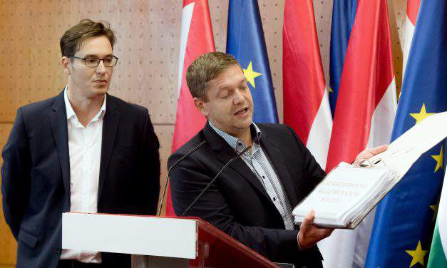 Socialists: 'EP is defending Hungarian citizens'