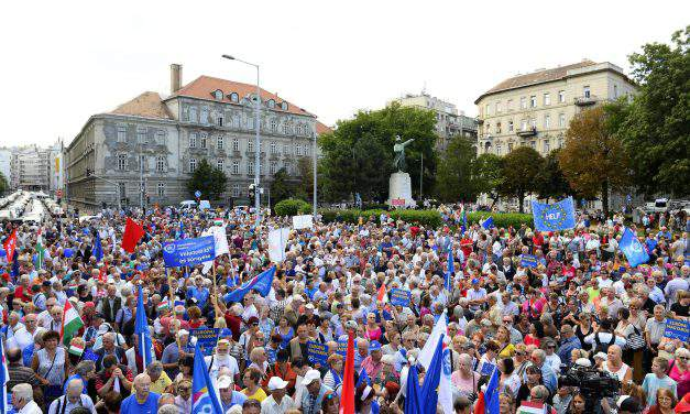 Left-wing opposition politicians call for solidarity, protests at the demonstration