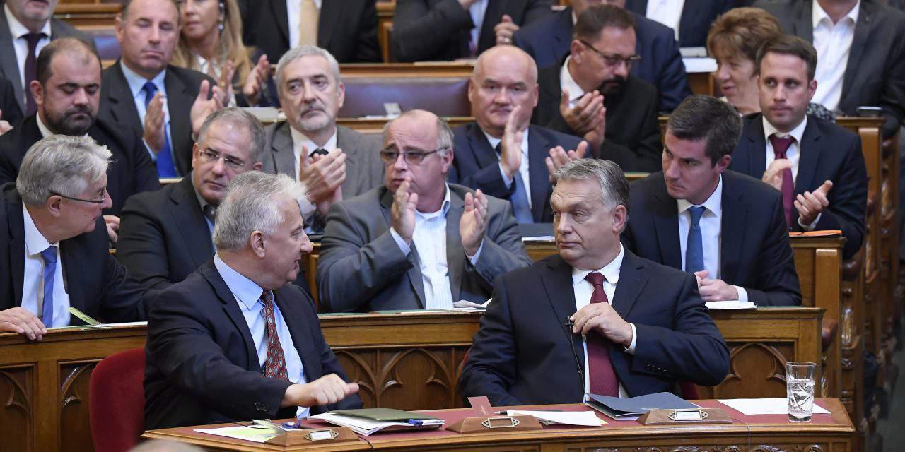 Opposition DK, Jobbik to take steps over alleged government graft