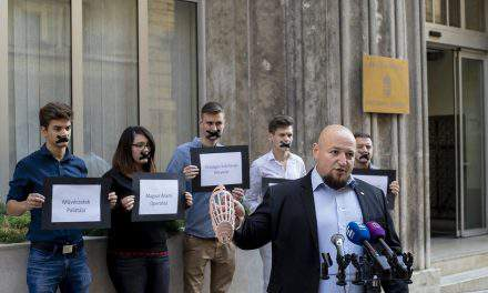 Jobbik calls on government to withdraw 'muzzle order'