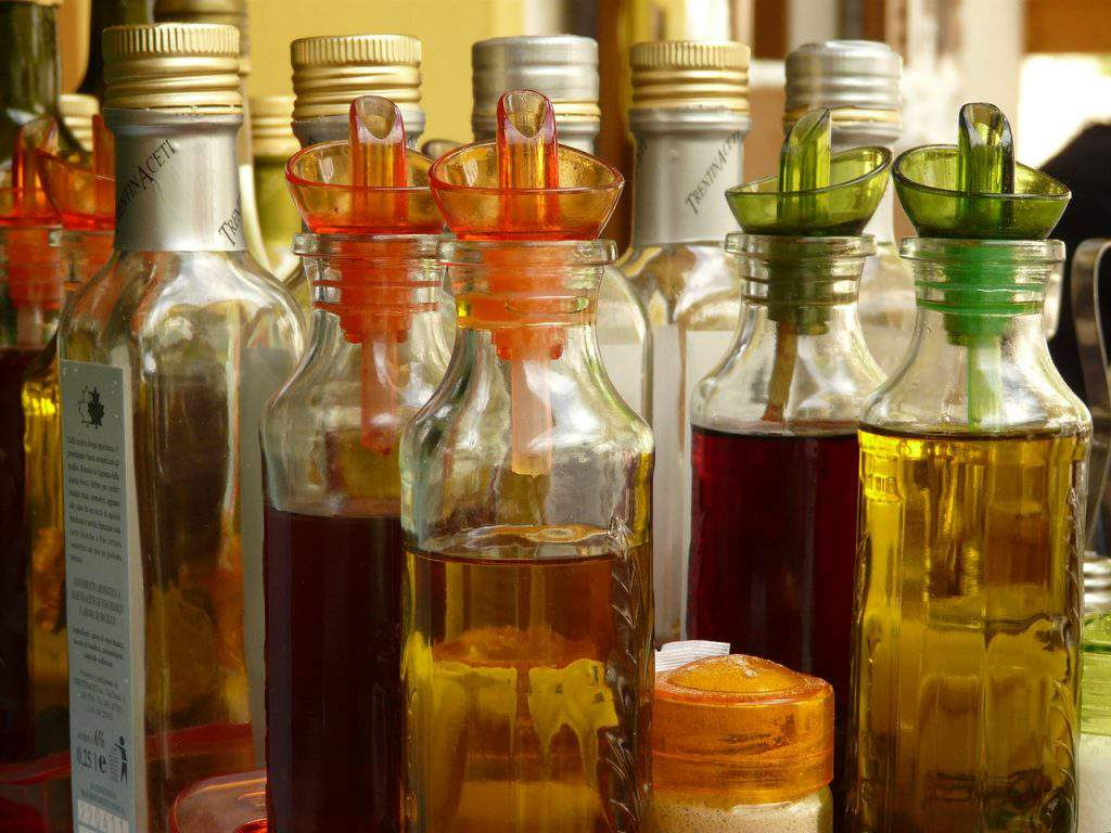 bottle-kitchen vinegar oil