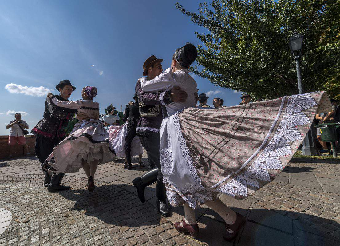 hungary dance traditional