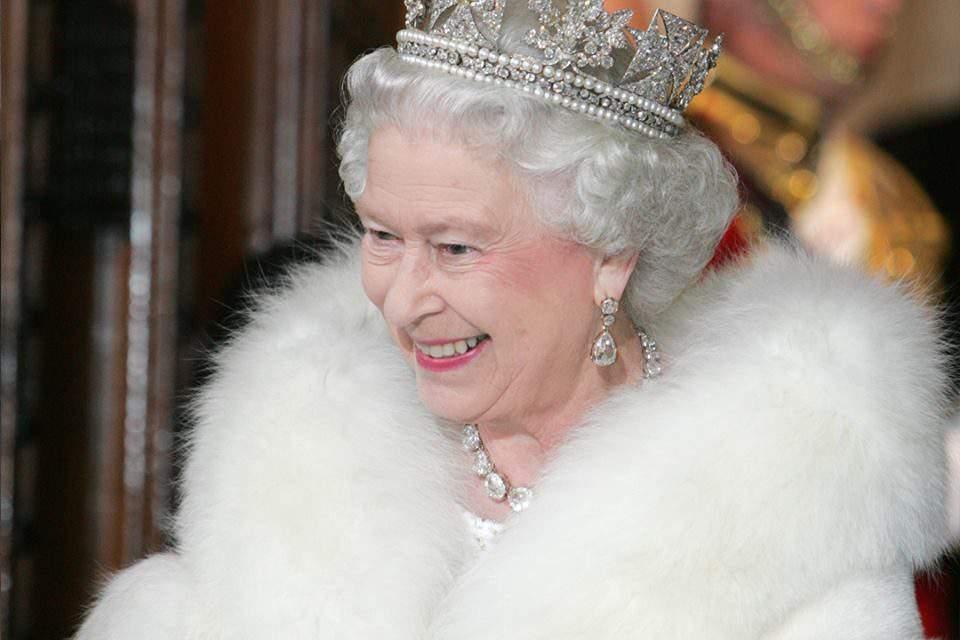 How is Elisabeth II 1/16 Hungarian? – photos, videos