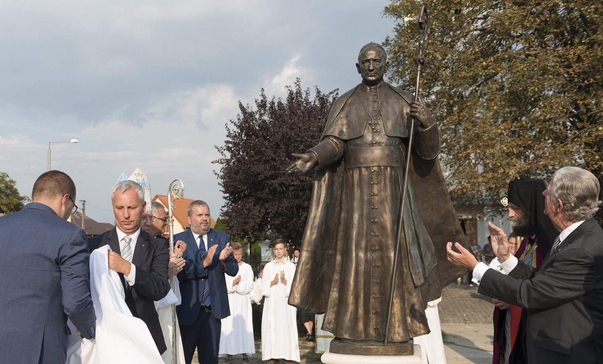 Mindszenty statue