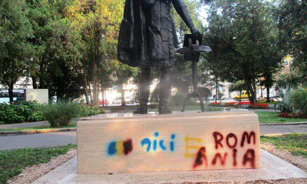Statue of Hungarian statesman Széchenyi desecrated in Romania