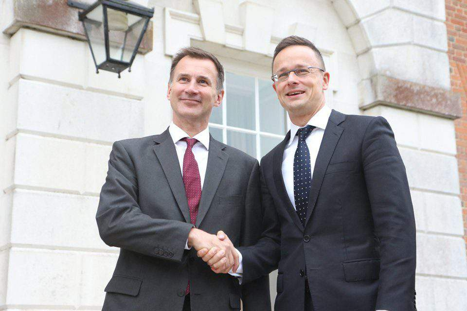 Central Europe expects Commission to conclude Brexit deal, says Hungarian foreign minister in UK