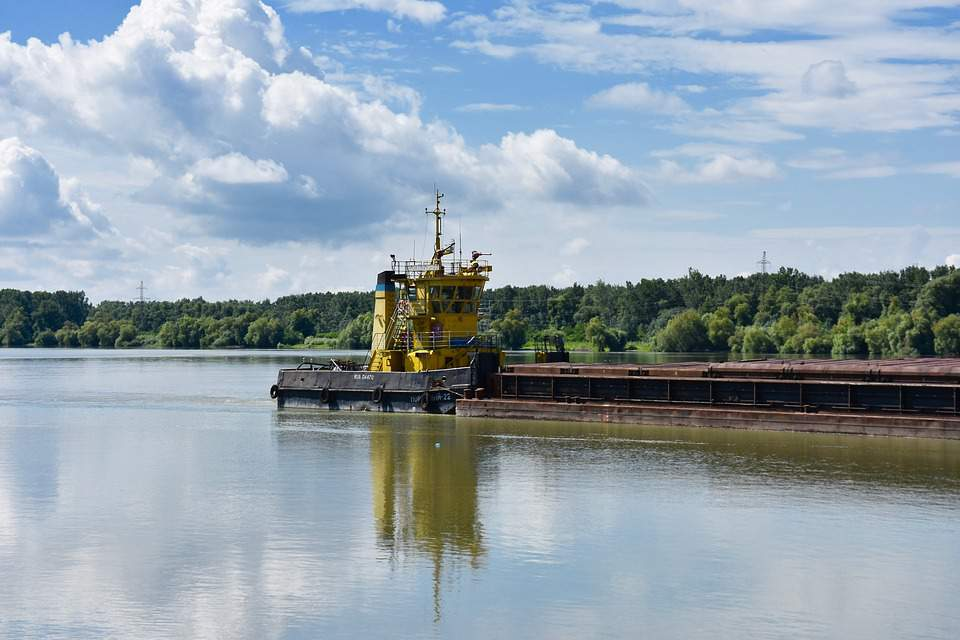 low water levels hinder shipping