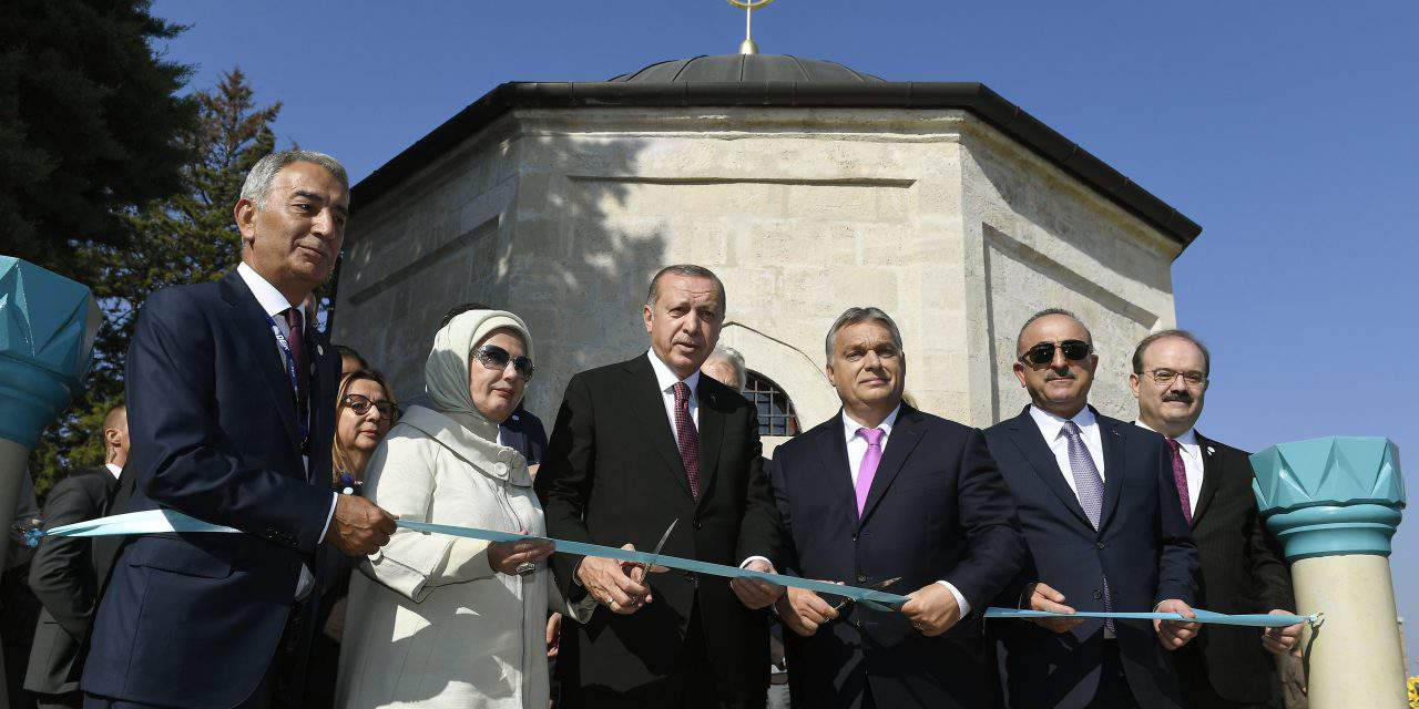 Orbán, Erdogan inaugurate renovated Turkish tomb