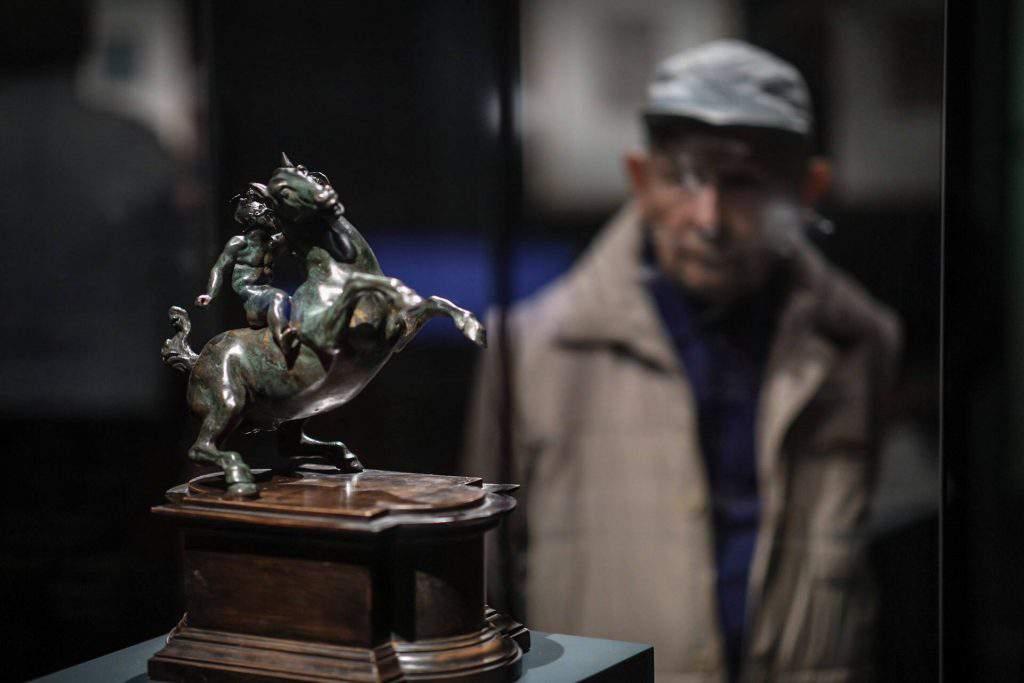 Leonardo da Vinci-kamarakiállítás nyílt a Szépmûvészeti Múzeumban Leonardo da Vinci-kamarakiállítás nyílt a Szépmûvészeti Múzeumban BAÁN László Szépművészeti Múzeum Hungarian National Museum of Fine Arts
