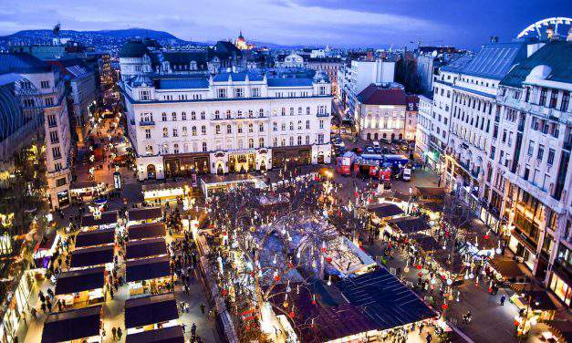 The history of Christmas fairs and Vörösmarty Square – Photos