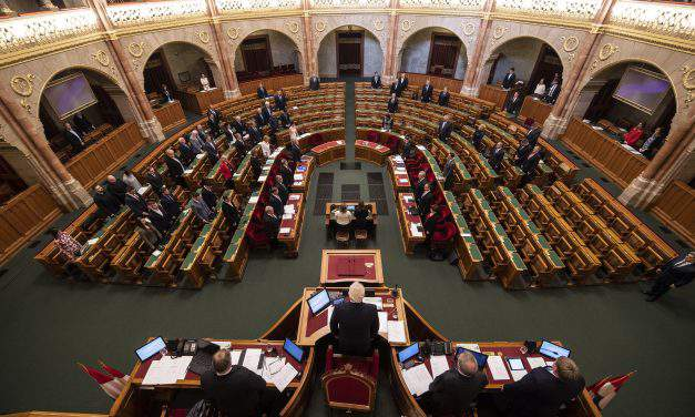 Opposition, unions slam Fidesz proposal to raise overtime threshold