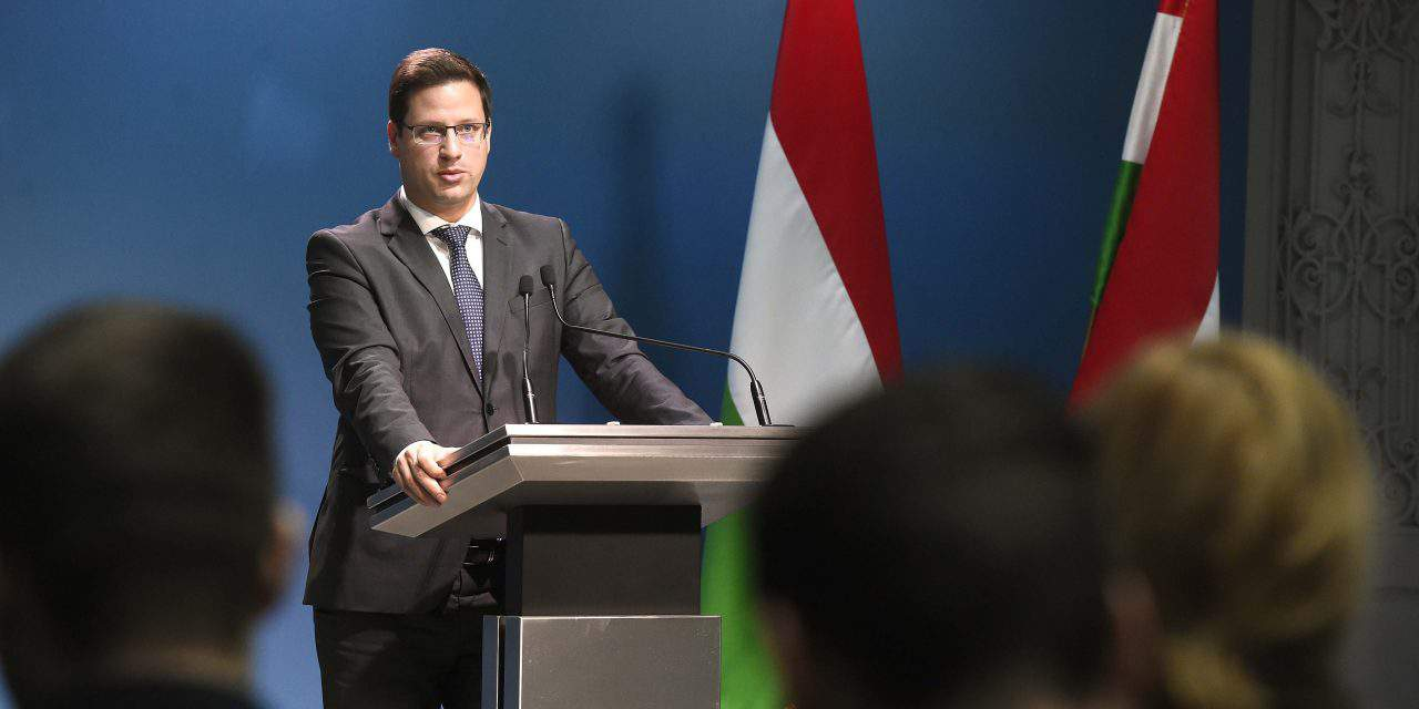 Hungarian government to turn to EU, UN over 'migrant cards'