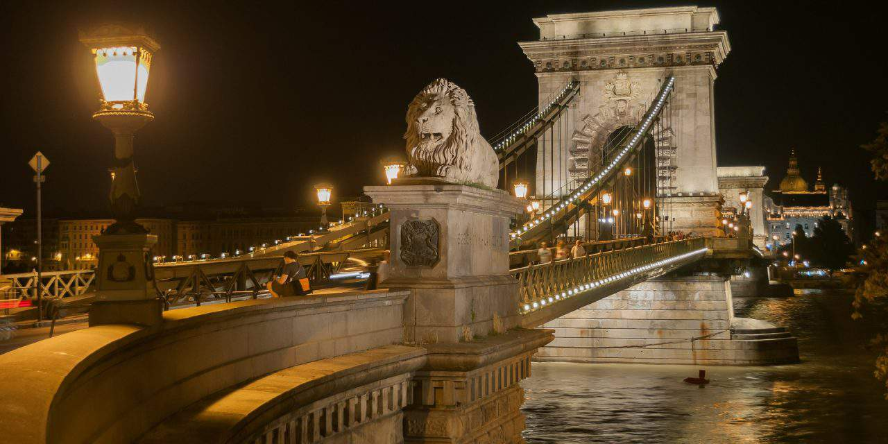 Pest-buda or Budapest? The birth of a capital city