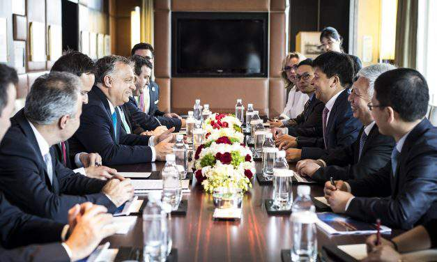 Hungarian delegation holds talks with Huawei chairman