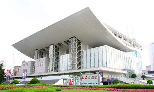 The romantic operetta Land of Smiles was shown in Shanghai Opera