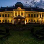 Almásy Castle Almásy-kastély_esti_fényei