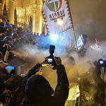 Demonstrators, police clash near the Hungarian Parliament – PHOTOS