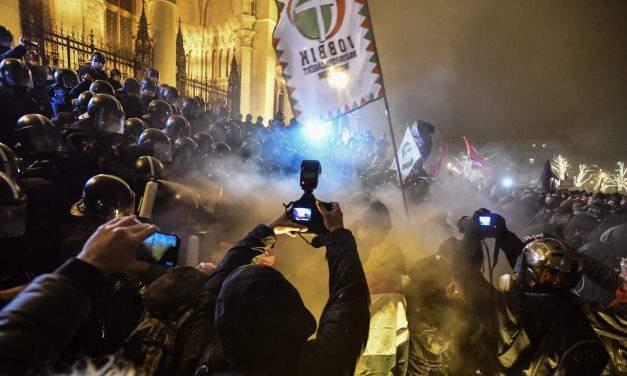 Demonstrators, police clash near the Hungarian Parliament – PHOTOS