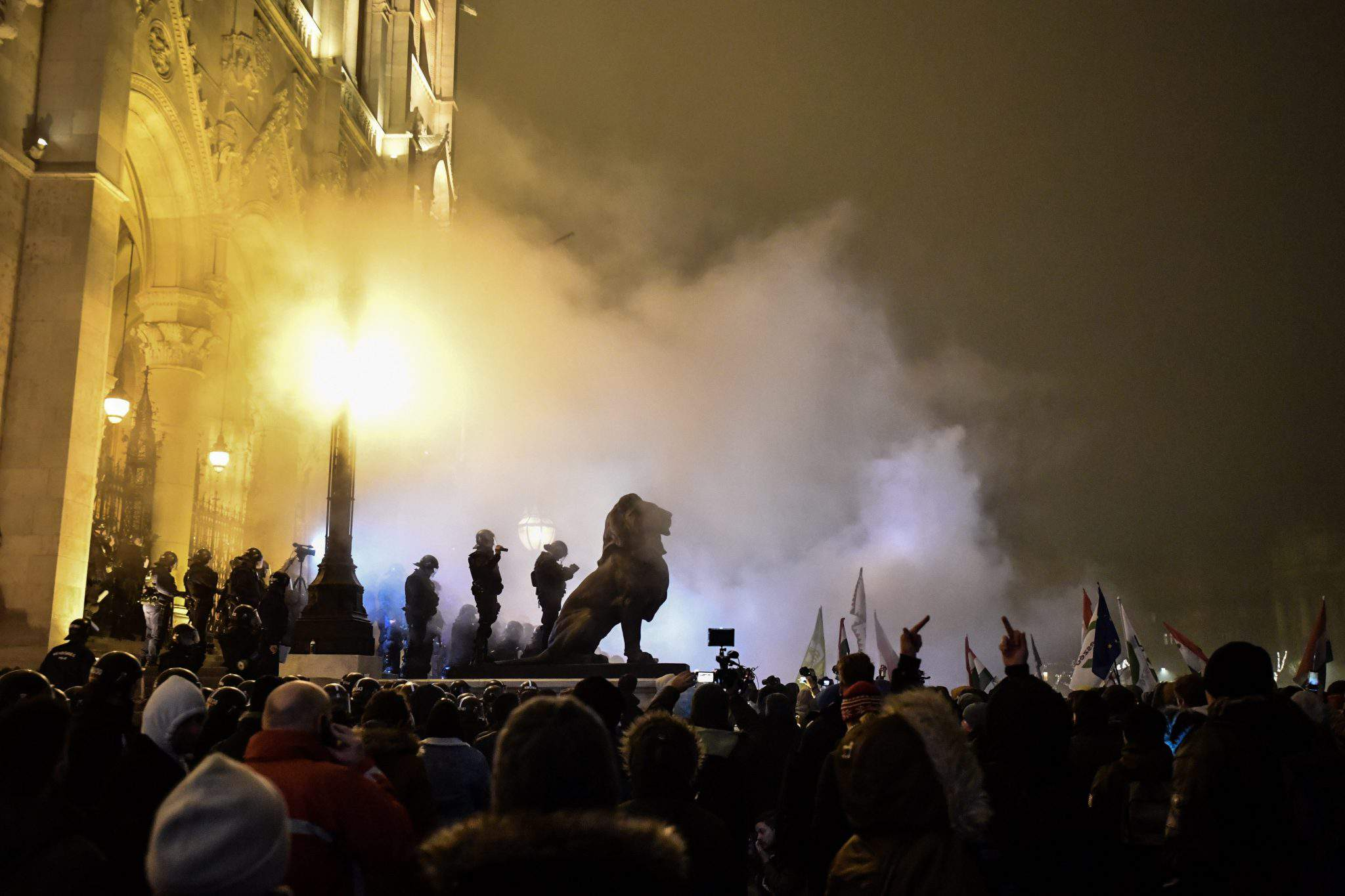 Demonstrators, police clash near the Hungarian Parliament - PHOTOS