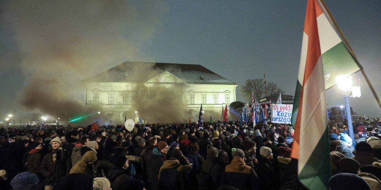 Anti-government demonstration staged at presidential palace in Budapest – PHOTOS