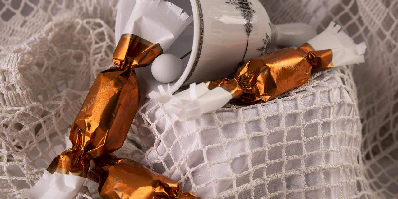 Hungarian szaloncukor: Who sneaks the candy from its wrapping?