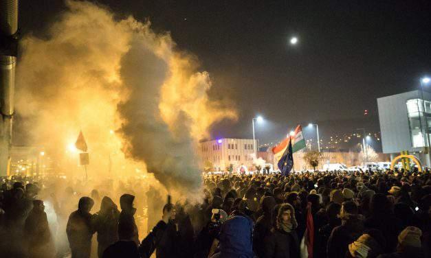 Fidesz condemns politicians' 'violence' at public media headquarters