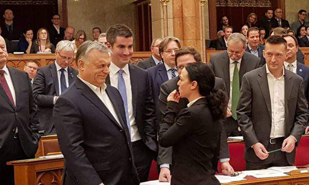 "Scandal in the Hungarian parliament! Orbán hails ""slave law"", opposition protests"