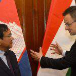 Foreign minister discusses bilateral ties with Cambodian counterpart
