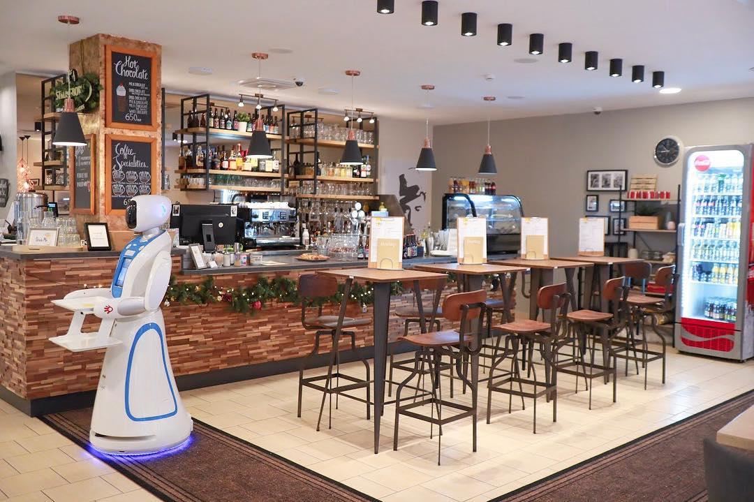 robotics cafe budapest robot