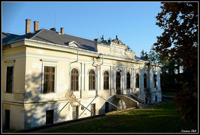 Cégénydányád,_Hungary_-castle- hungarian countryside-village-sight