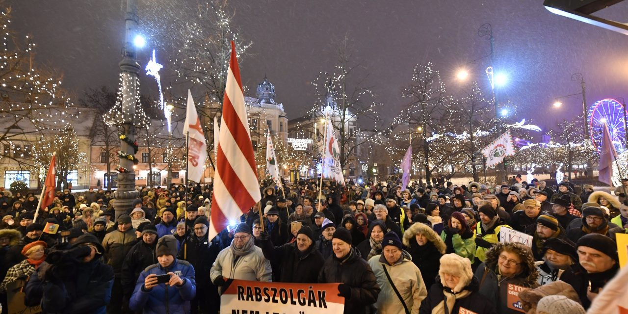 Protests held in Szolnok, Debrecen against labour code changes