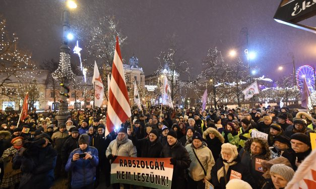 "Political commentator: no ""mood for striking"" in Hungary"