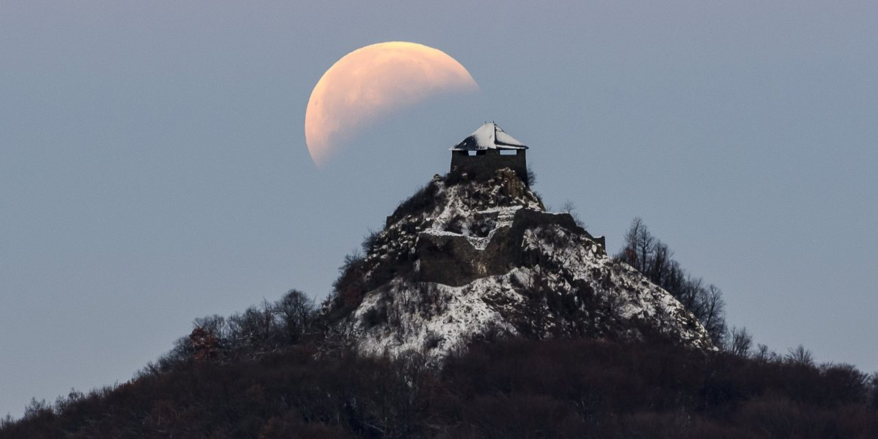 Photos of Super Blood Wolf Moon of 2019 – The view from Hungary!