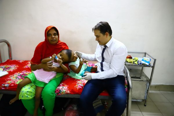Sensational! Siamese Bangladeshi twins arrive in Budapest for treatment