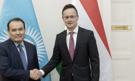 Hungarian foreign minister holds talks with Turkic Council head