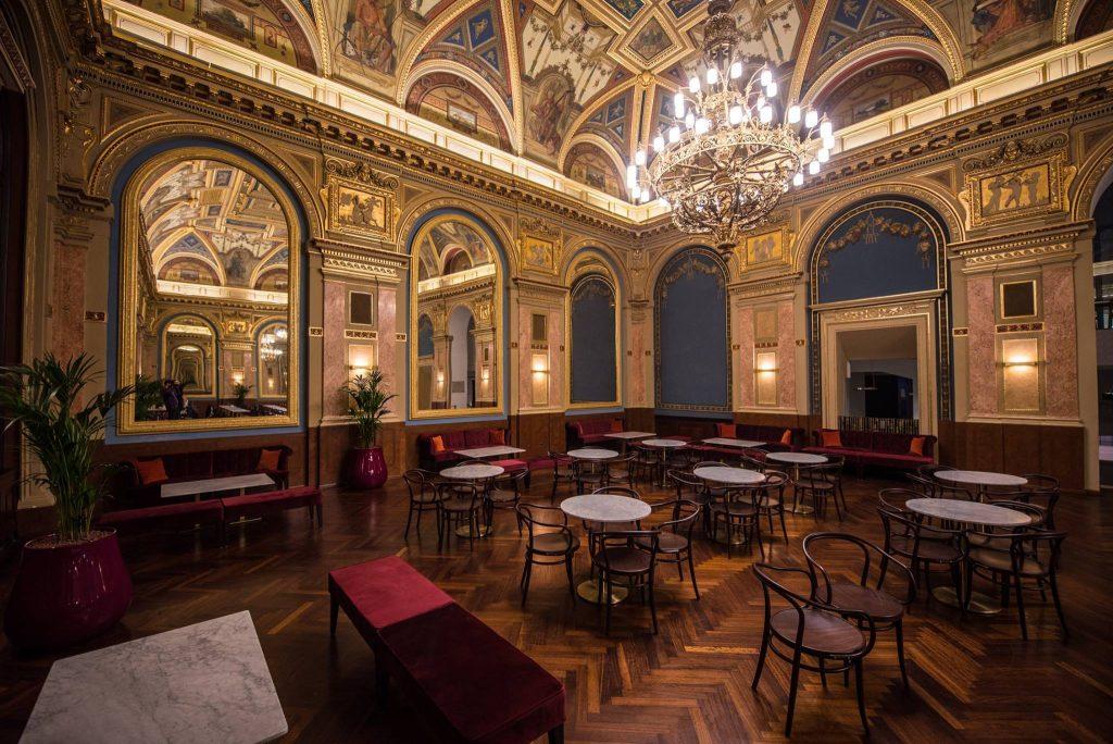 Café Parisi, Hungary, Budapest, café, reopened