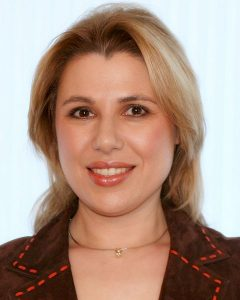 Susan_Polgar_hungarian chess grandmaster, polyglot, speaks 7 languages