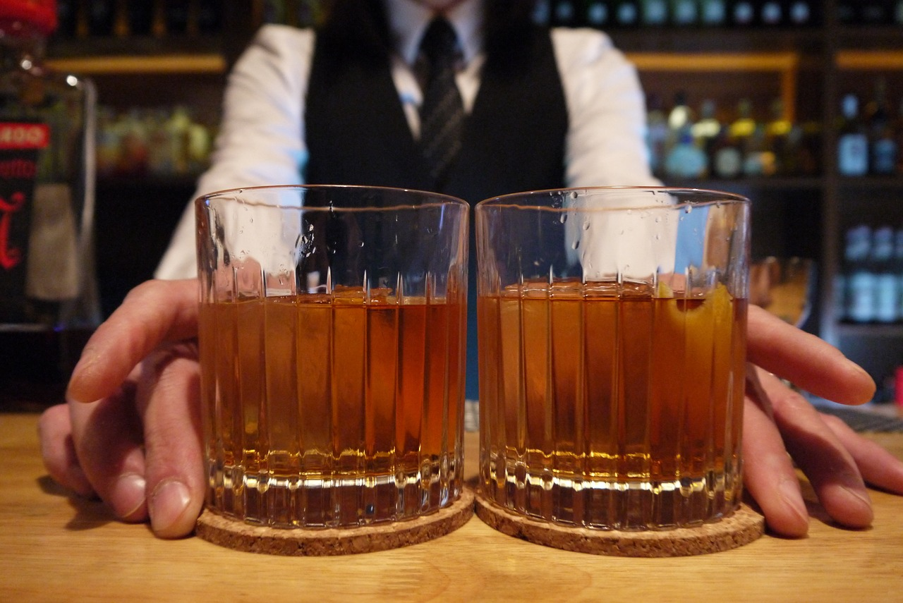 cocktail bar drinking pub