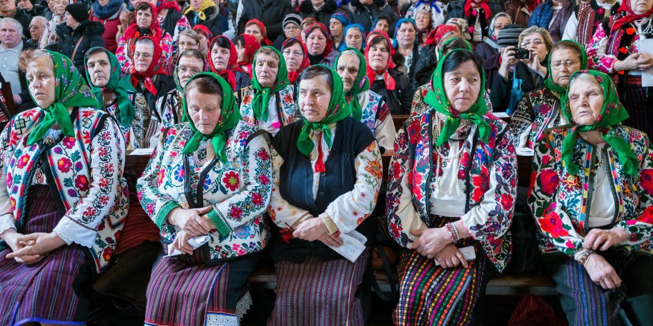 Hungarian minority ethnic group Csángós in Romania: Finally Hungarian mass in the church! – PHOTOS