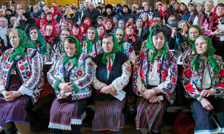 Hungarian minority ethnic group Csángós in Romania: Finally Hungarian mass in the church! – PHOTOS
