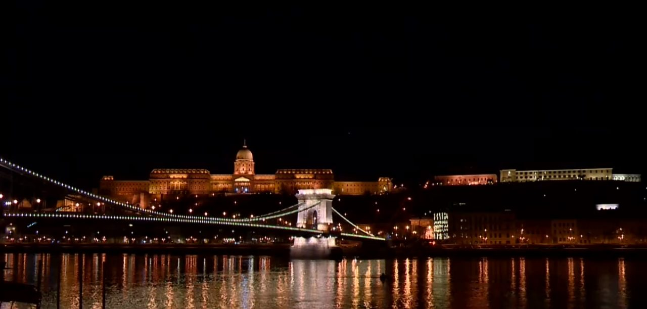 Only Orbán's office to have decorative lights after midnight, darkness falls on everything else in Budapest