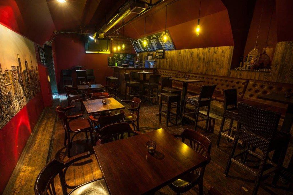 ray's budapest bar pub
