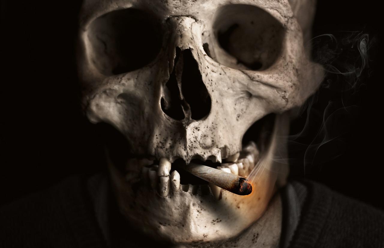 death skull smoking