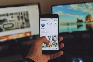 social media use, hungarians
