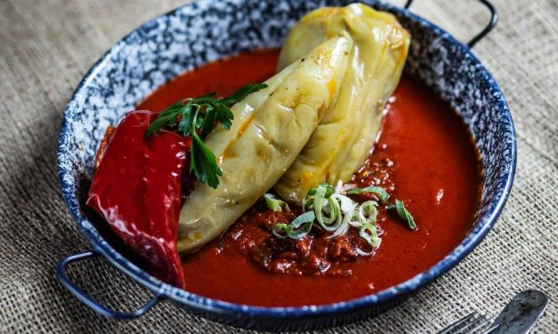 """Traditional and delicious Hungarian dish: """"Stuffed paprika"""" – Recipe"""